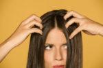 地肌の乾燥・フケが気になる?フケの原因と清潔な頭皮環境を取り戻すコツ